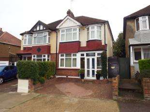 3 Bedrooms Semi Detached House for sale in Wilson Avenue, Rochester, Kent