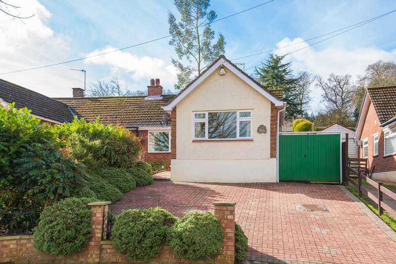 2 Bedrooms Semi Detached House for sale in St. Marys Avenue, Northchurch