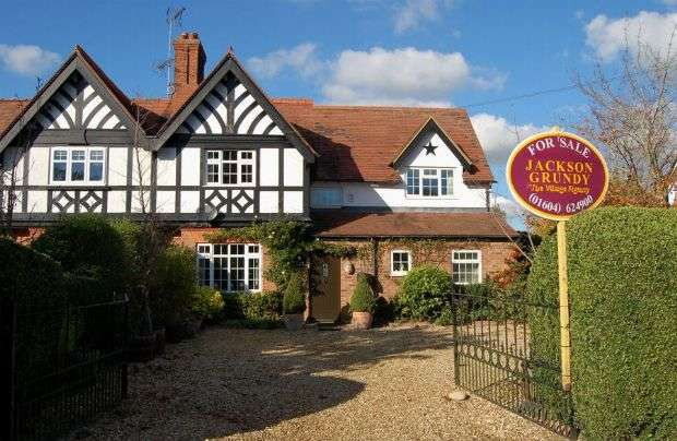 4 Bedrooms Property for sale in Sywell Road, Overstone, Northampton NN6 0AG