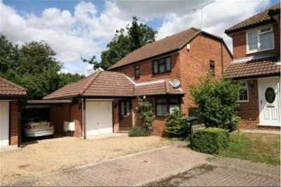 4 Bedrooms House for rent in Lindford
