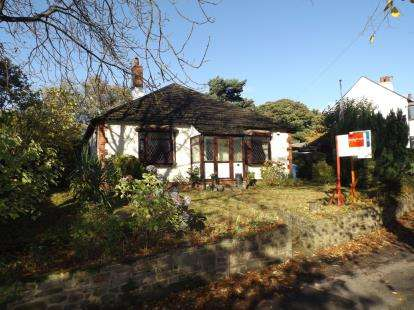 3 Bedrooms Bungalow for sale in Offerton Green, Offerton, Stockport, Cheshire