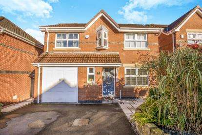 4 Bedrooms Detached House for sale in Windflower Drive, Leyland, Preston, .