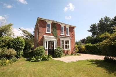 3 Bedrooms Detached House for rent in Bosham