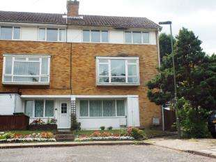 3 Bedrooms Maisonette Flat for sale in Valley View, Biggin Hill, Westerham, Kent