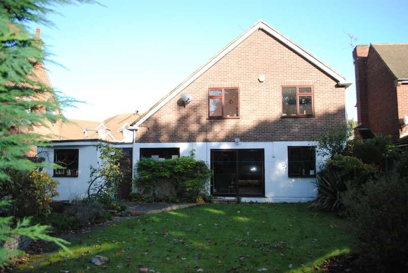 4 Bedrooms Detached House for sale in Berther Road, Hornchurch