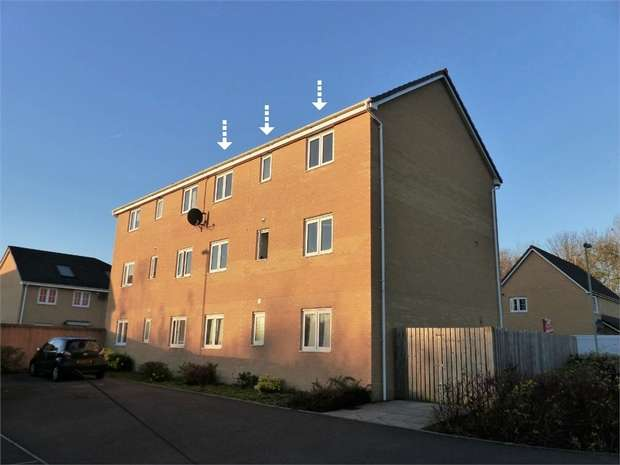 2 Bedrooms Flat for sale in Ffordd Maendy, Sarn, Bridgend, Mid Glamorgan