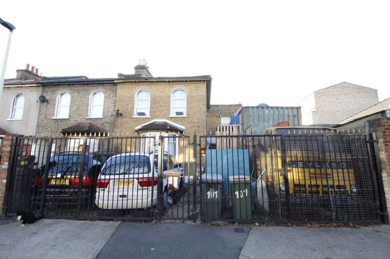3 Bedrooms Property for sale in Idmiston Road, London, E15
