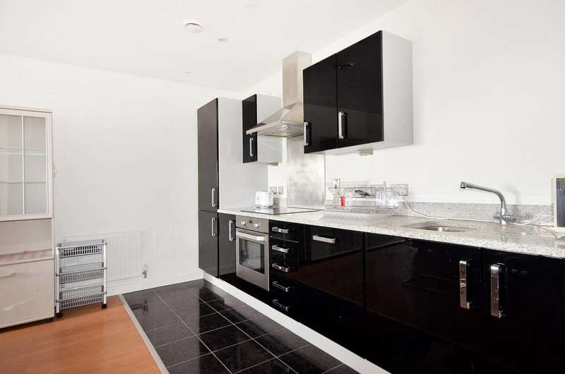 2 Bedrooms Flat for sale in Barge Walk, Greenwich, SE10