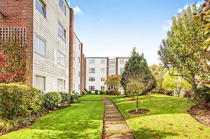 4 Bedrooms Flat for sale in Woodcote Road, Wallington, SM6