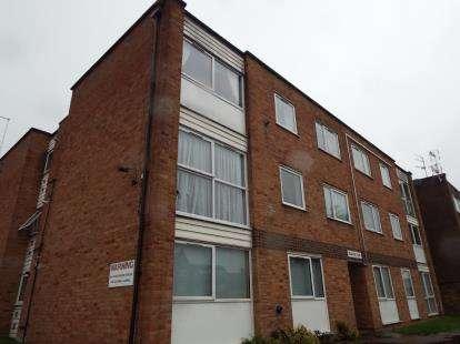 2 Bedrooms Flat for sale in Rushton Court, Blindmans Lane, Cheshunt, Waltham Cross