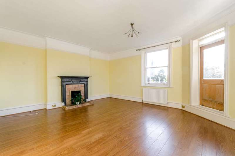 2 Bedrooms Flat for sale in Putney Heath Lane, Putney Heath, SW15
