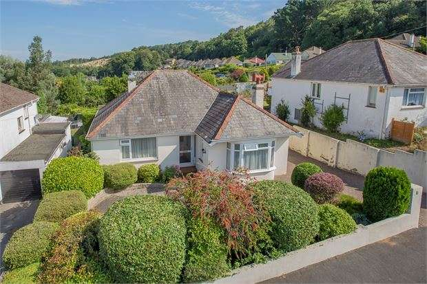 3 Bedrooms Detached Bungalow for sale in Lyndhurst Avenue, Kingskerswell, Newton Abbot, Devon. TQ12 5AJ