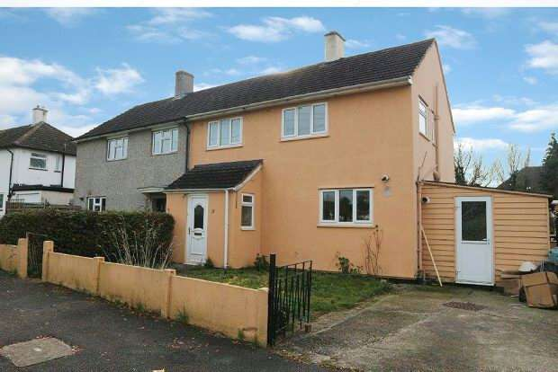 3 Bedrooms Semi Detached House for sale in Hawkchurch Road, Reading