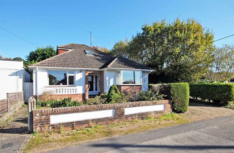 4 Bedrooms Chalet House for sale in The Orchard, Bransgore, Christchurch