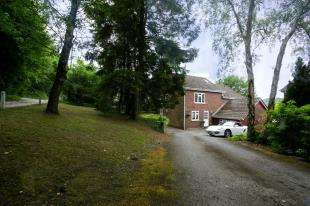 4 Bedrooms Detached House for sale in Beech Way, South Croydon