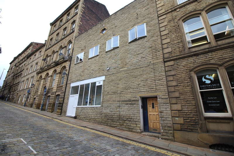 2 Bedrooms Flat for sale in Bond Street, Dewsbury