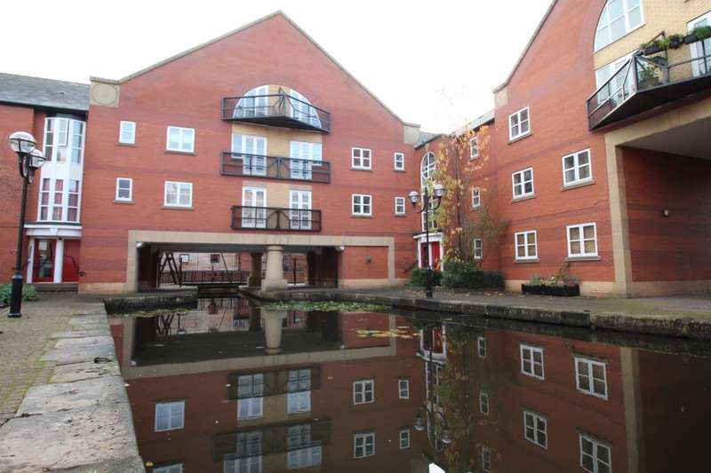 3 Bedrooms Flat for sale in James Brindley Basin, Manchester, M1