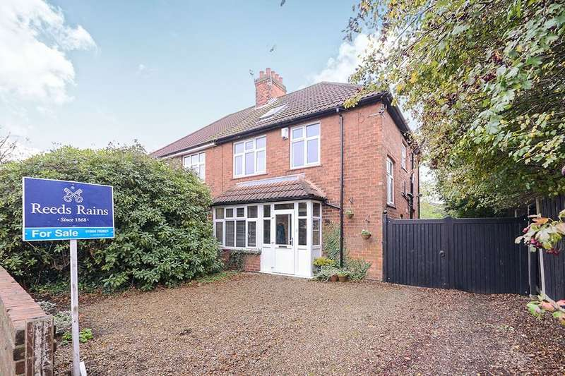 4 Bedrooms Semi Detached House for sale in Gale Lane, York, YO24