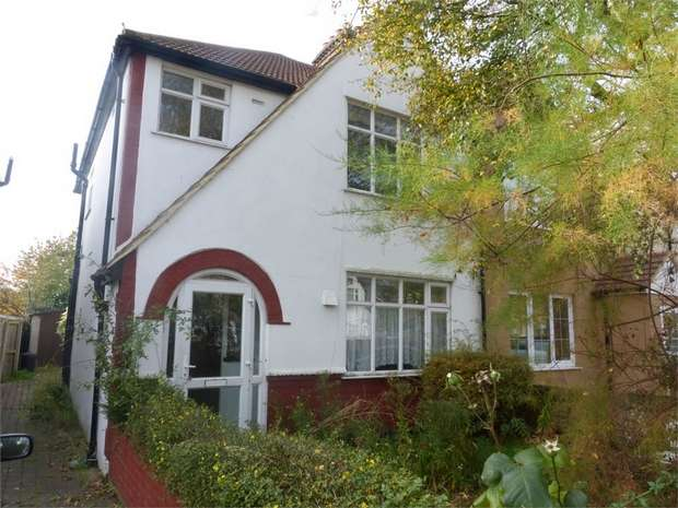 3 Bedrooms Semi Detached House for sale in Worton Way, Isleworth, Middlesex