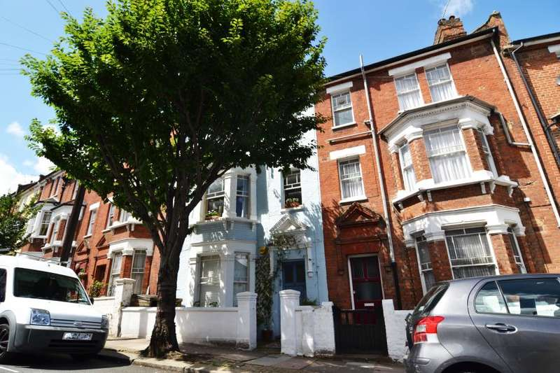 1 Bedroom Flat for sale in Garfield Road, Battersea, SW11