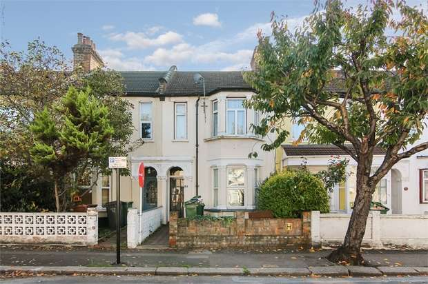 2 Bedrooms Flat for sale in Markhouse Avenue, Walthamstow, London