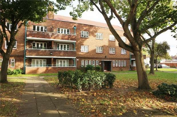 3 Bedrooms Flat for sale in Firs Lane, London