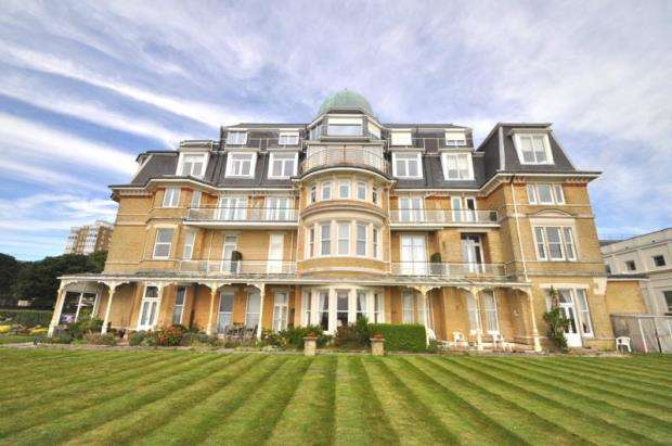 3 Bedrooms Flat for sale in West Cliff, Bournemouth, BH2