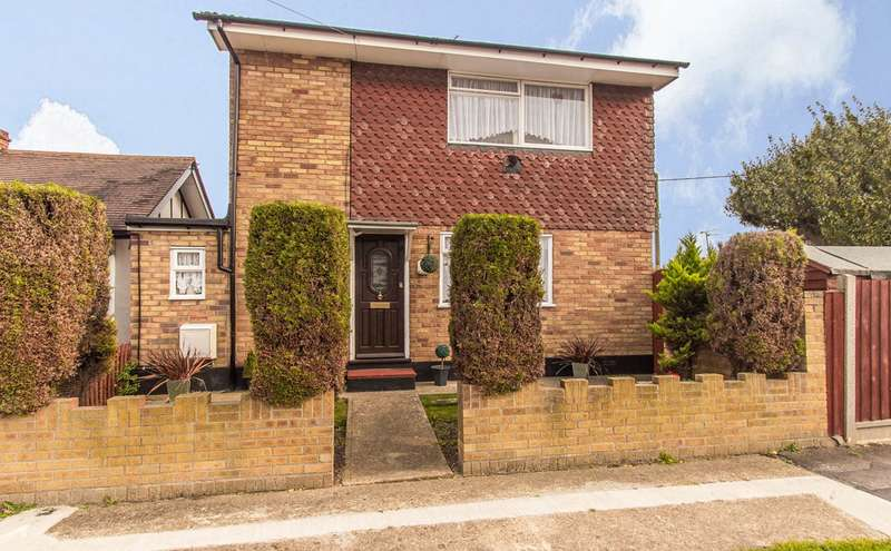 2 Bedrooms Detached House for sale in Runnymede Road, Canvey Island, SS8