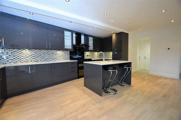 4 Bedrooms Semi Detached House for sale in Wigram Road, LONDON