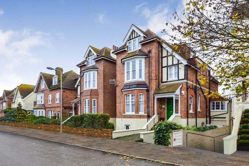 2 Bedrooms Flat for sale in Cantelupe Road, Bexhill On Sea, TN40