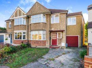 4 Bedrooms Semi Detached House for sale in Somerset Avenue, Chessington