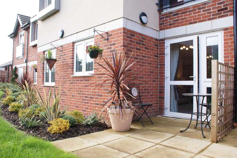 2 Bedrooms Retirement Property for sale in Lawn Court, Longsight Lane, Harwood
