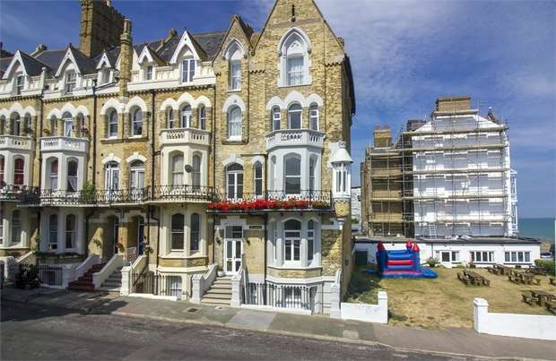 3 Bedrooms Flat for sale in Albert Road, Ramsgate, Kent