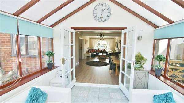 4 Bedrooms Detached House for sale in Darkinson Lane, Lea Town, Preston, Lancashire