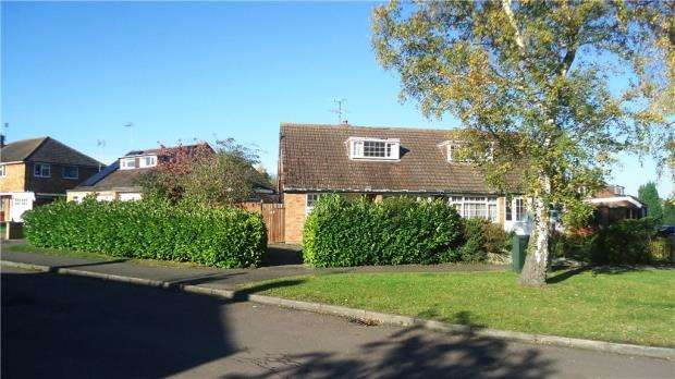 2 Bedrooms Semi Detached Bungalow for sale in Craigwell Avenue, Aylesbury