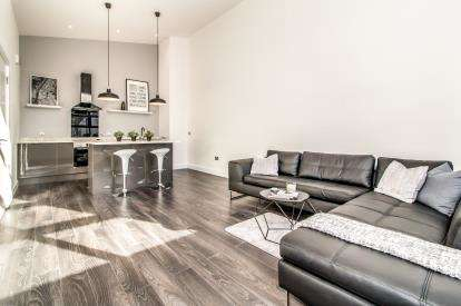 2 Bedrooms Flat for sale in Lincoln Gate, 39 Red Bank, Manchester, Greater Manchester
