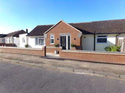 3 Bedrooms Bungalow for sale in New Road, Bromham, Bedford, Bedfordshire
