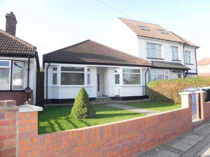 3 Bedrooms Bungalow for sale in Oakleigh Road North, Whetstone, ., London