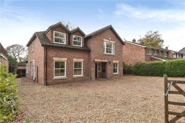5 Bedrooms Detached House for sale in The Rise, Reading Road, Finchampstead