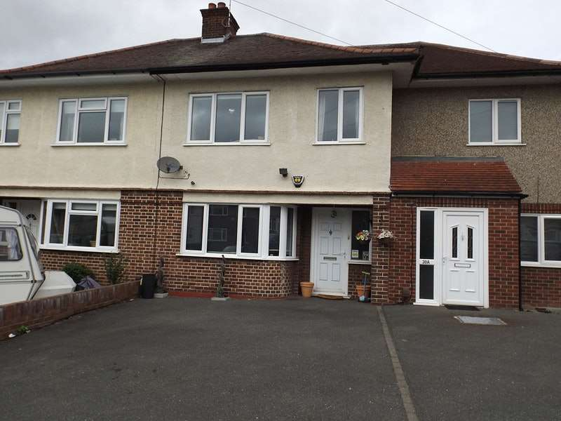 3 Bedrooms Terraced House for sale in Firbank road, Essex, Essex, RM5