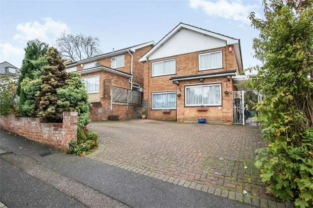 4 Bedrooms Detached House for sale in Gloucester Road, Barnet, Hertfordshire