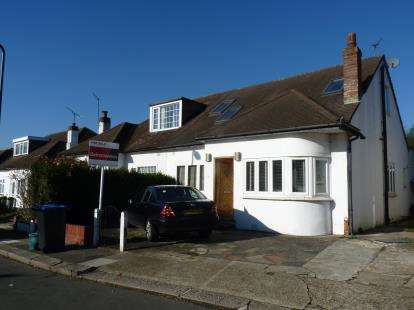 5 Bedrooms Bungalow for sale in Glenwood Avenue, London