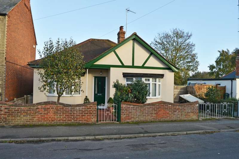 2 Bedrooms Detached Bungalow for sale in ESSEX ROAD, BURNHAM ON CROUCH