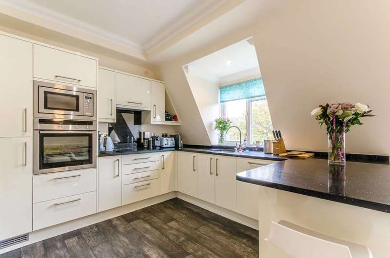 2 Bedrooms Flat for sale in Cat Hill, East Barnet Village, EN4