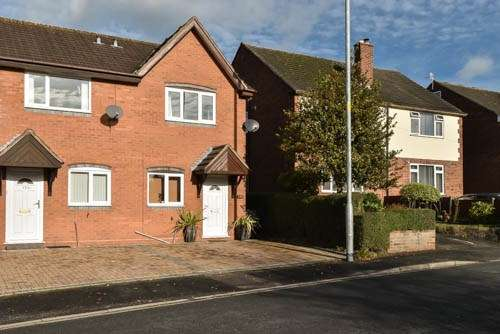 2 Bedrooms Semi Detached House for sale in Broad Street, Bromsgrove, B61