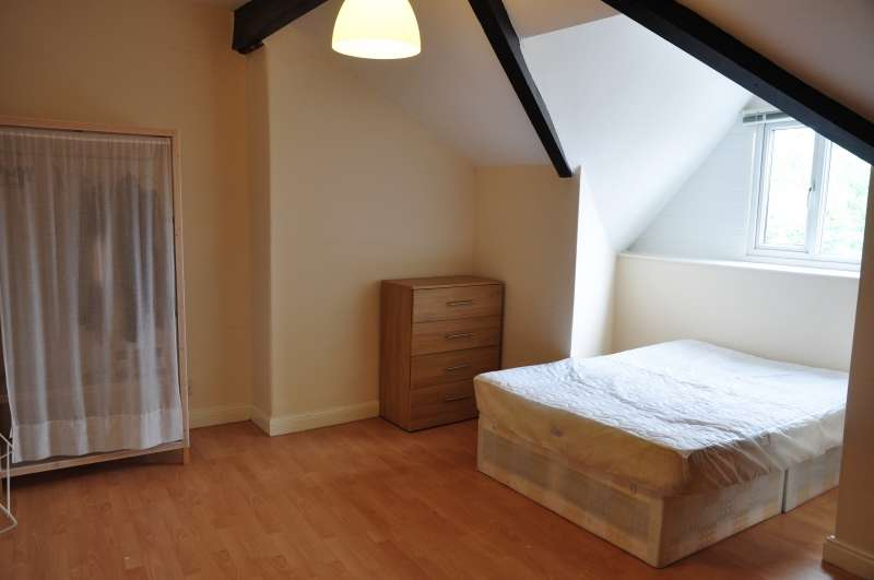 6 Bedrooms Terraced House for rent in Archery Place, University, Leeds