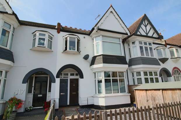 2 Bedrooms Apartment Flat for sale in Leigh Hall Road, Leigh-on-Sea, SS9