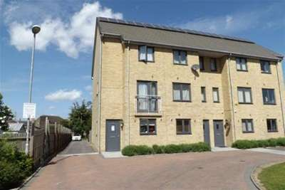 4 Bedrooms Town House for rent in Draper Close, West Thurrock