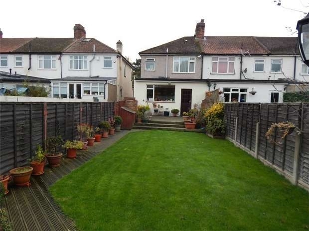 3 Bedrooms End Of Terrace House for sale in Elmers End Road, Beckenham, Kent