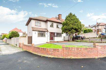 6 Bedrooms Semi Detached House for sale in Collier Row, Romford, Havering